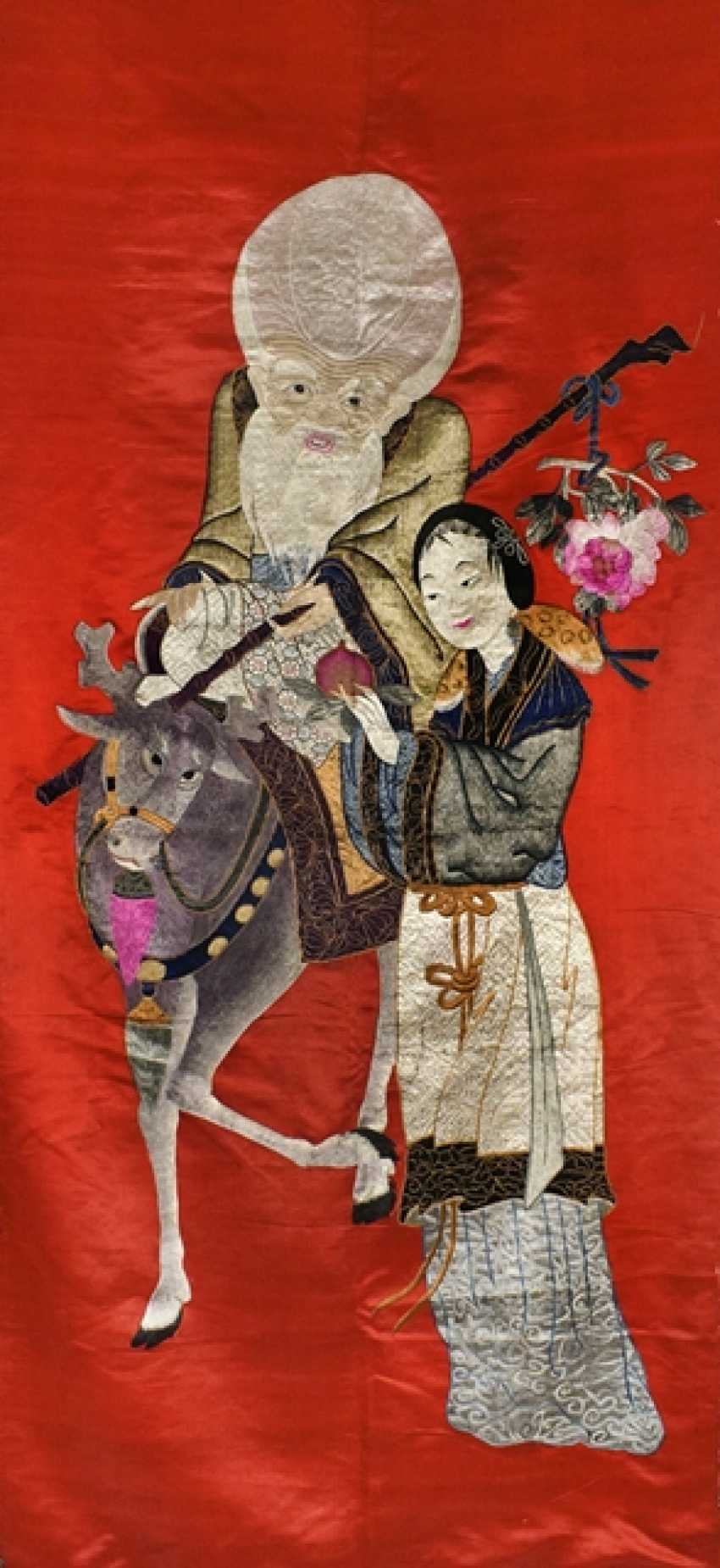 Silk embroidery with Shoulao and Magu on a red Fond with brocade edging - photo 1