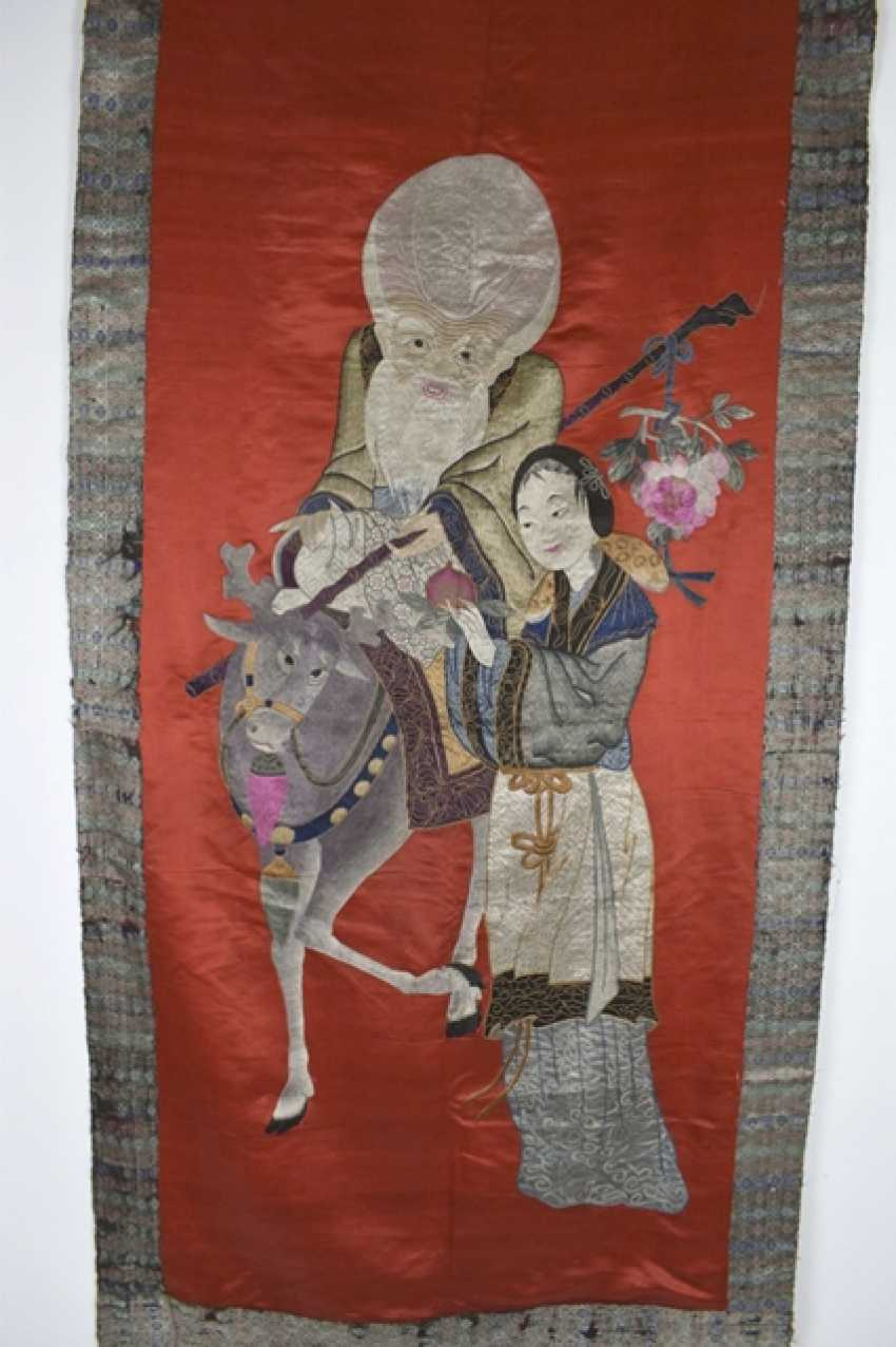 Silk embroidery with Shoulao and Magu on a red Fond with brocade edging - photo 2