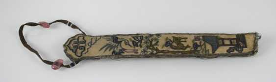 Embroidered fan case, made of silk - photo 3