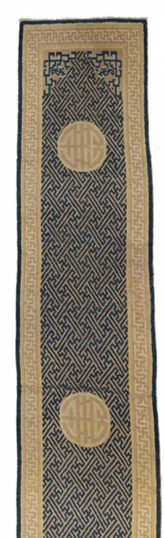Rug with Swastika-grid and Shou medallions - photo 1