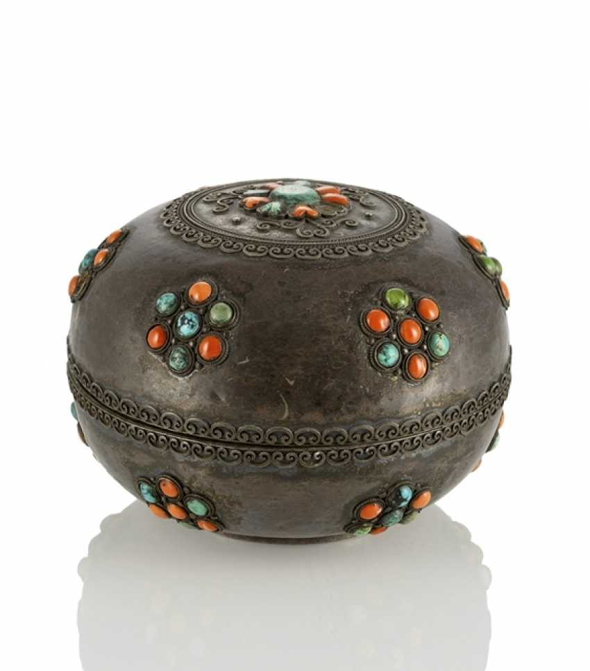 Lidded box made of silver and wood with coral and turquoise trim - photo 1