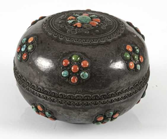 Lidded box made of silver and wood with coral and turquoise trim - photo 2