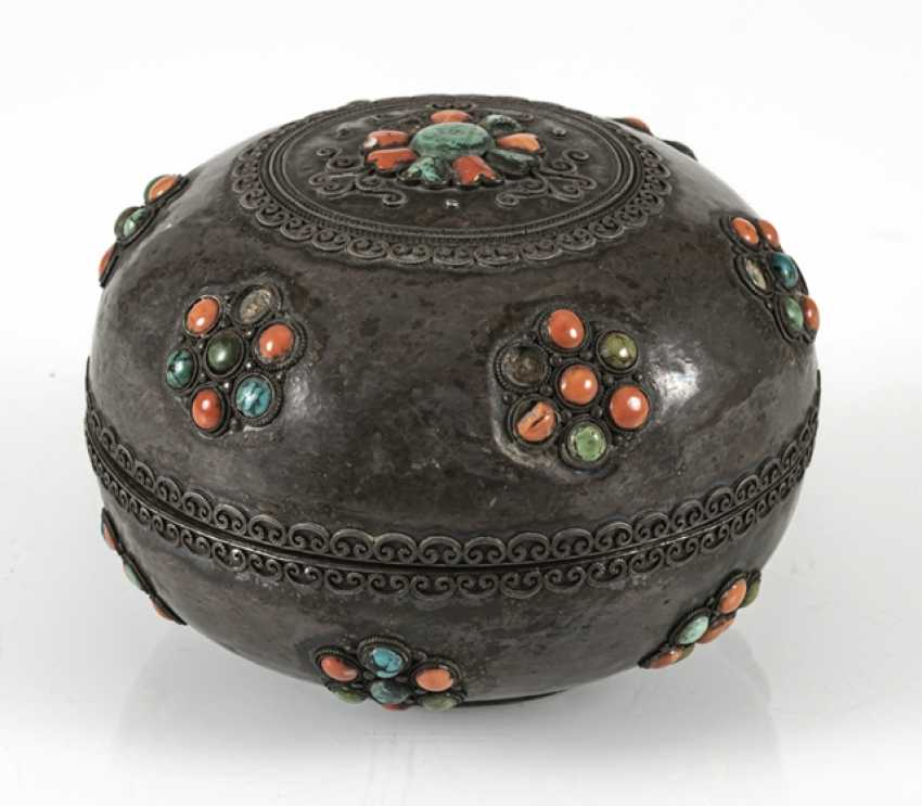 Lidded box made of silver and wood with coral and turquoise trim - photo 3
