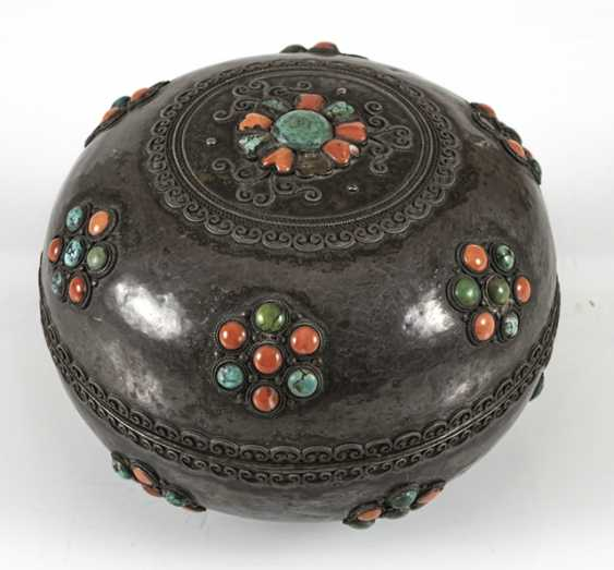 Lidded box made of silver and wood with coral and turquoise trim - photo 4