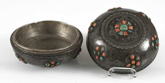 Lidded box made of silver and wood with coral and turquoise trim - photo 5