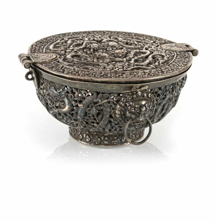 Fine lidded box of a precious Cup made of silver with nine dragons in breakthrough - photo 1