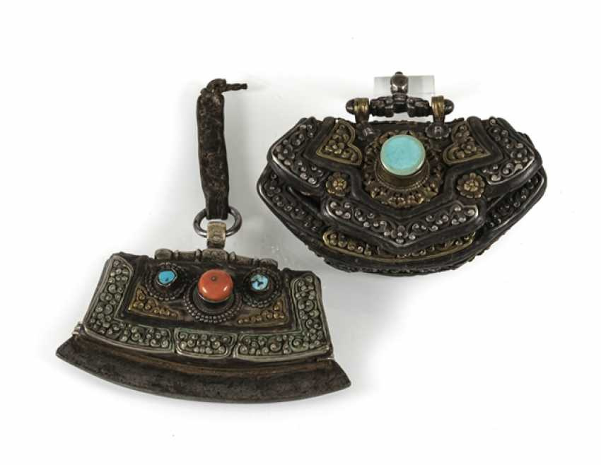 Two lighter bags made of leather with hardware in silver or gold plating - photo 1