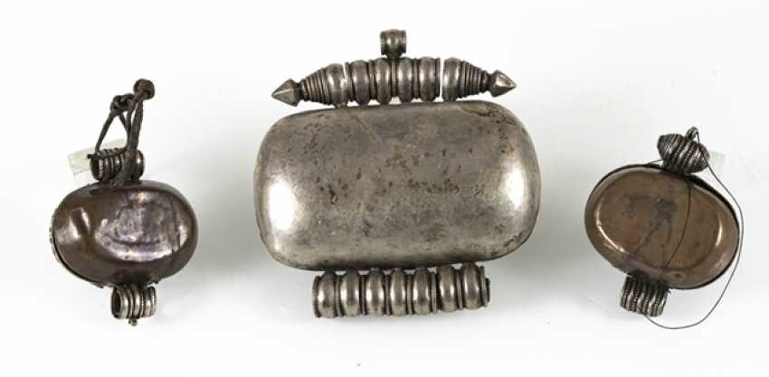 Three amulet cans, some in silver or copper, among other things coral/turquoise trim - photo 4