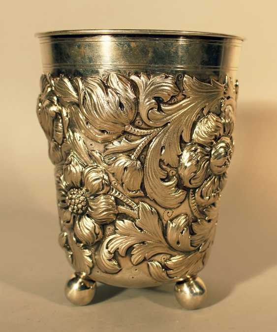 German large silver baker on three bowl feet and richly chased flower and leaves decorations - photo 1
