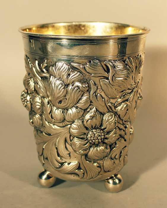 German large silver baker on three bowl feet and richly chased flower and leaves decorations - photo 2