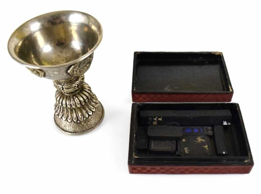 Butter lamp, rectangular box with lacquer red decor, and seven pen-and-ink pieces - photo 1