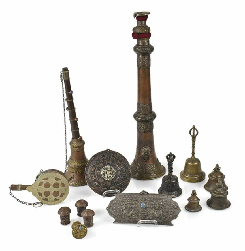 Mixed lot of arts and crafts, including two extension cells, Ghantas, inter alia, - photo 1