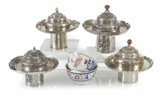 Two porcelain tea cups, four tea bowls-stands and lids of silver - photo 1