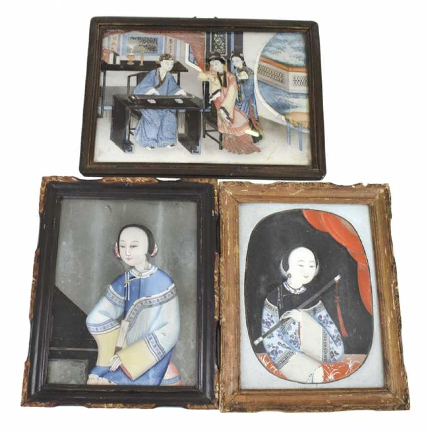 Three behind-glass paintings with Portraits of ladies - photo 1