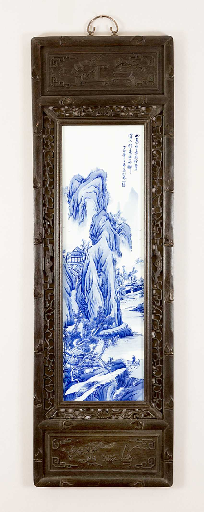 Four Chinese porcelain plaques with painted river landscapes in blue colour on white ground, glazed, on top Chinese script signs and artist's stamp - photo 2