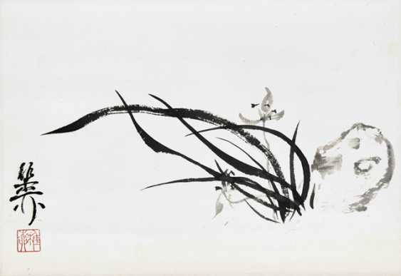 Xie Zhiliu (1910-1997): orchids, ink and colors on paper, hanging scroll mounted - photo 1