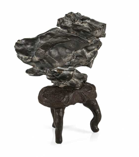 Taught stone on the three-legged root wood with brown lacquer collection - photo 1