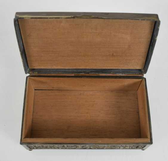 Lacquer tray with floral decoration and metal lid - photo 2