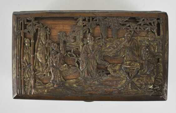 Lacquer tray with floral decoration and metal lid - photo 3