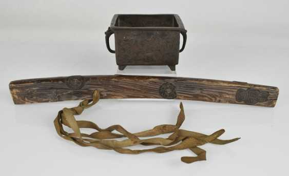 Bokutô made of wood, and a small Hibachi, made of Bronze with figurative decoration - photo 2