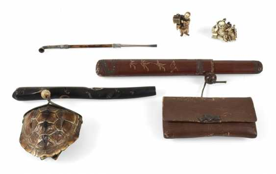 Two Tabatièren, two Netsuke, and a opium pipe - photo 1
