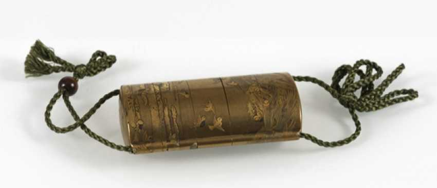 Fine Inro of gold lacquer with decoration of sparrows on millet fields and Bundles - photo 2