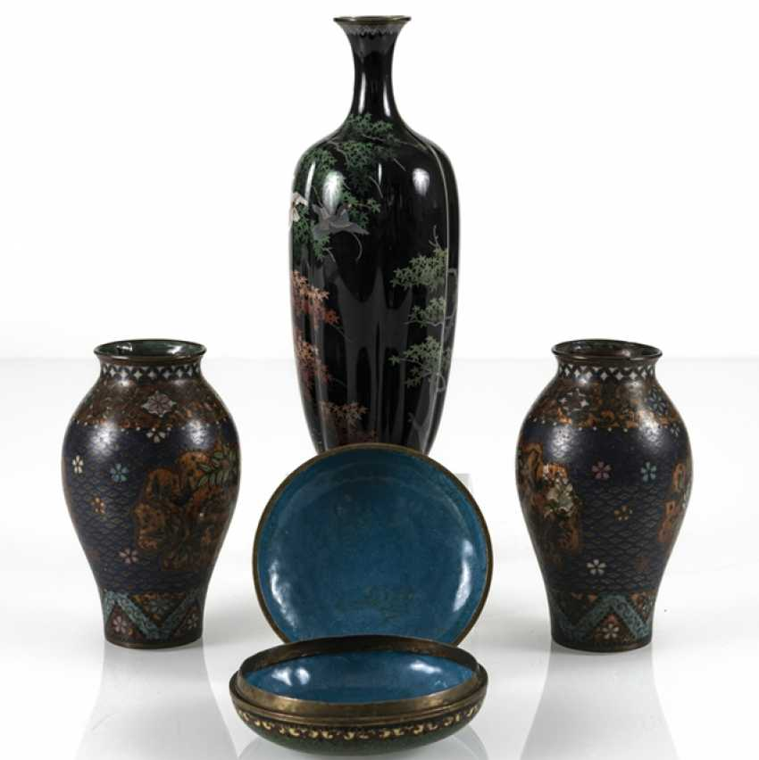 Three Cloisonné vases and a lidded box with crane decoration - photo 2