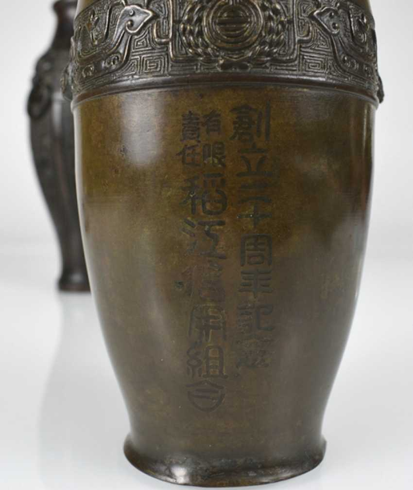 Two bronze vases with archaistischem decor, one with inscription - photo 2