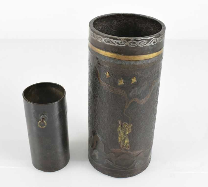 Brush Cup made of Bronze or iron, and partly with the decor of the Seibo, Tobosaku and a Rakan - photo 2