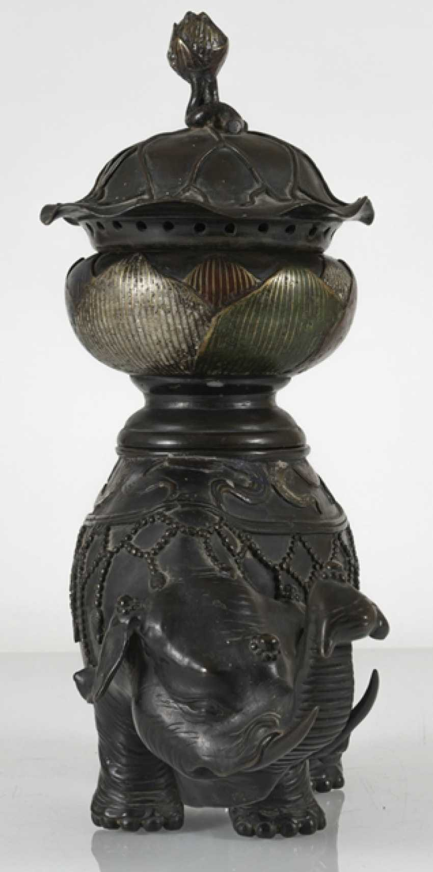 Koro made of Bronze in the Form of a Lotus leaf on the back of a standing elephant - photo 2