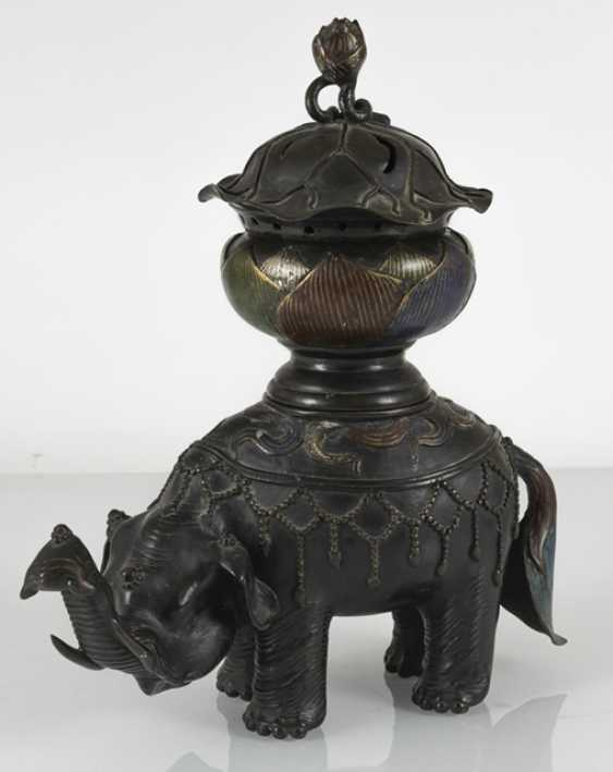 Koro made of Bronze in the Form of a Lotus leaf on the back of a standing elephant - photo 5