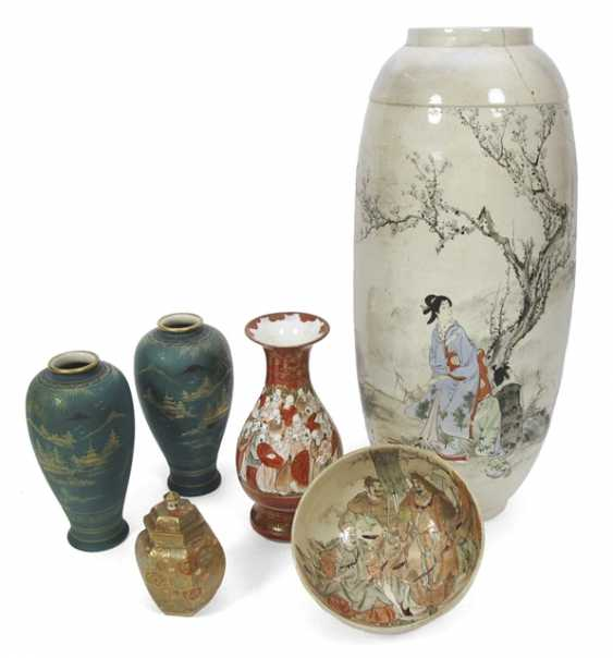 Five vases and a bowl, some with landscape and figure decoration - photo 1