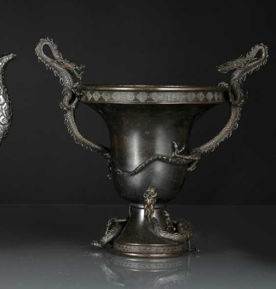 Ikebana vase in Bronze with a dragon-shaped Handle - photo 1