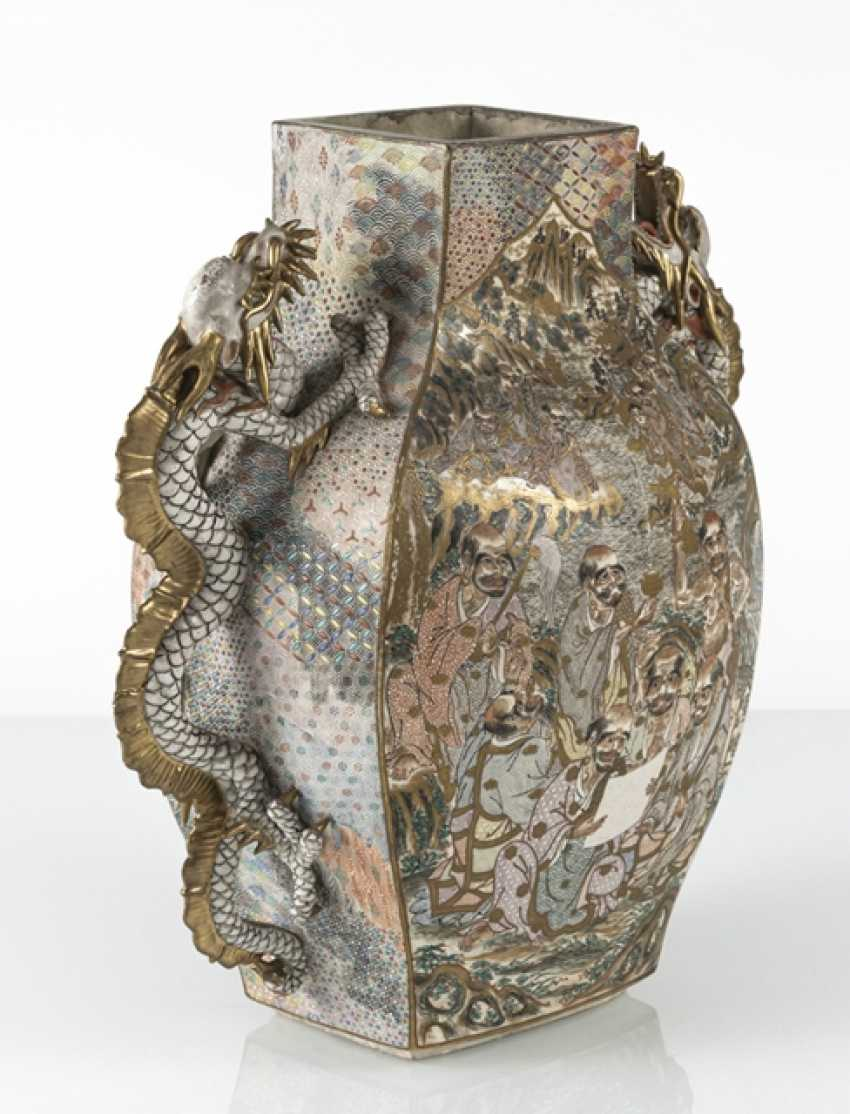 Satsuma Vase with decoration of warriors, and a lateral Handle in the Form of a dragon - photo 2