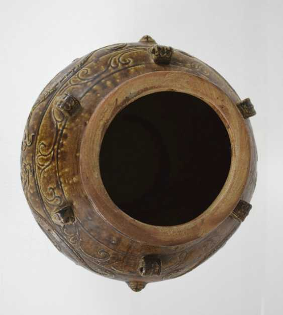 Brown glazed shoulder pot with dragon decoration in Relief - photo 3