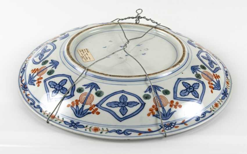 Imari circular plate with a decor of boys and stylized waves - photo 2