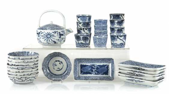 A group of underglaze blue decorated porcelain, some with a spiral pattern - photo 1