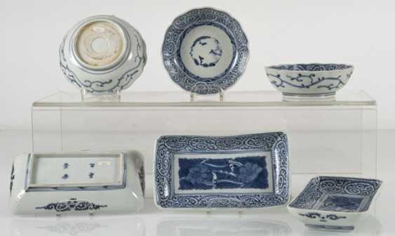 A group of underglaze blue decorated porcelain, some with a spiral pattern - photo 3