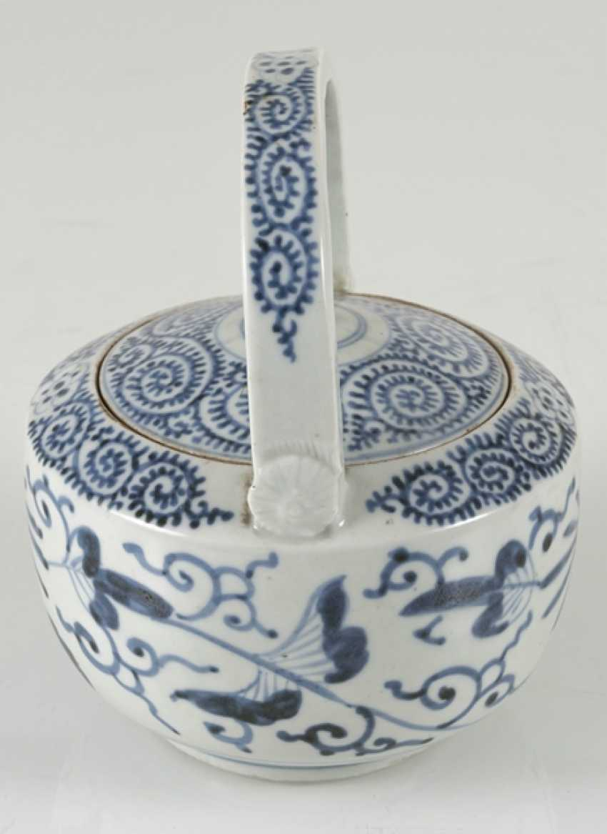 A group of underglaze blue decorated porcelain, some with a spiral pattern - photo 6