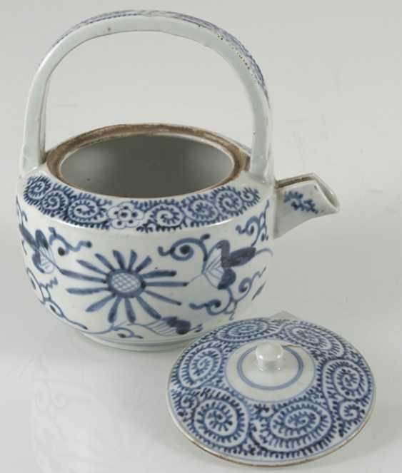 A group of underglaze blue decorated porcelain, some with a spiral pattern - photo 9