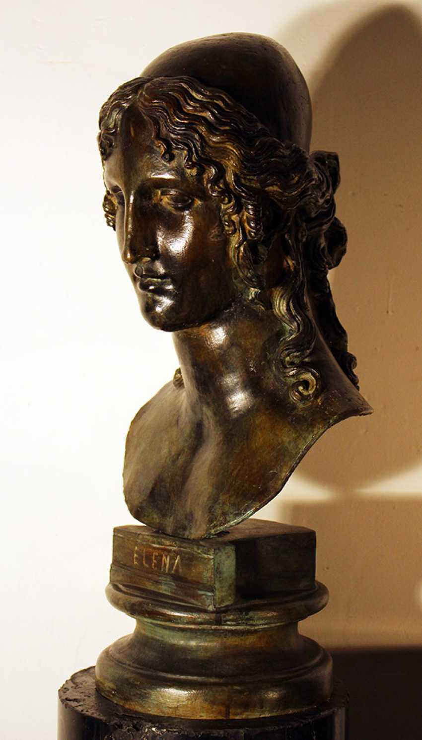 Large bronze bust of Elena on integrated round base - photo 2