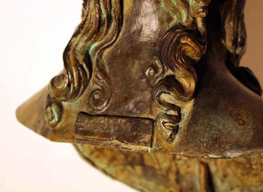 Large bronze bust of Elena on integrated round base - photo 3