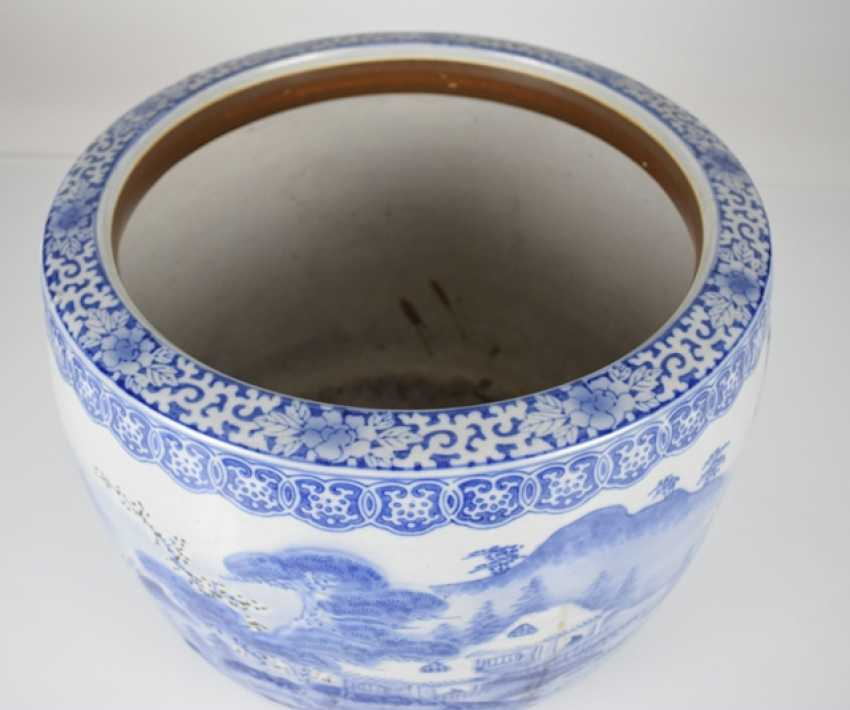 Blue-and-white decorated porcelain Cachepot with taught landscape - photo 2
