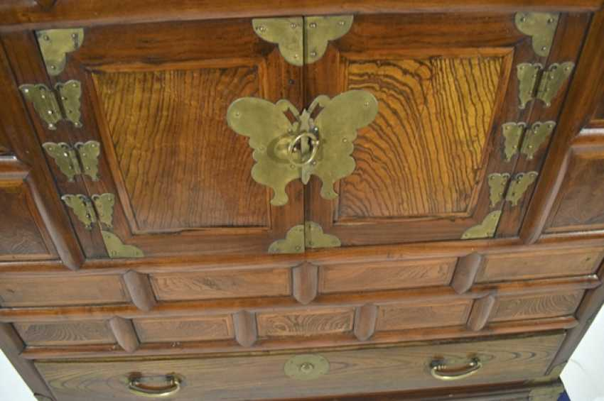Two-door wooden chest of drawers with five relapses - photo 2