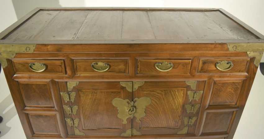 Two-door wooden chest of drawers with five relapses - photo 3