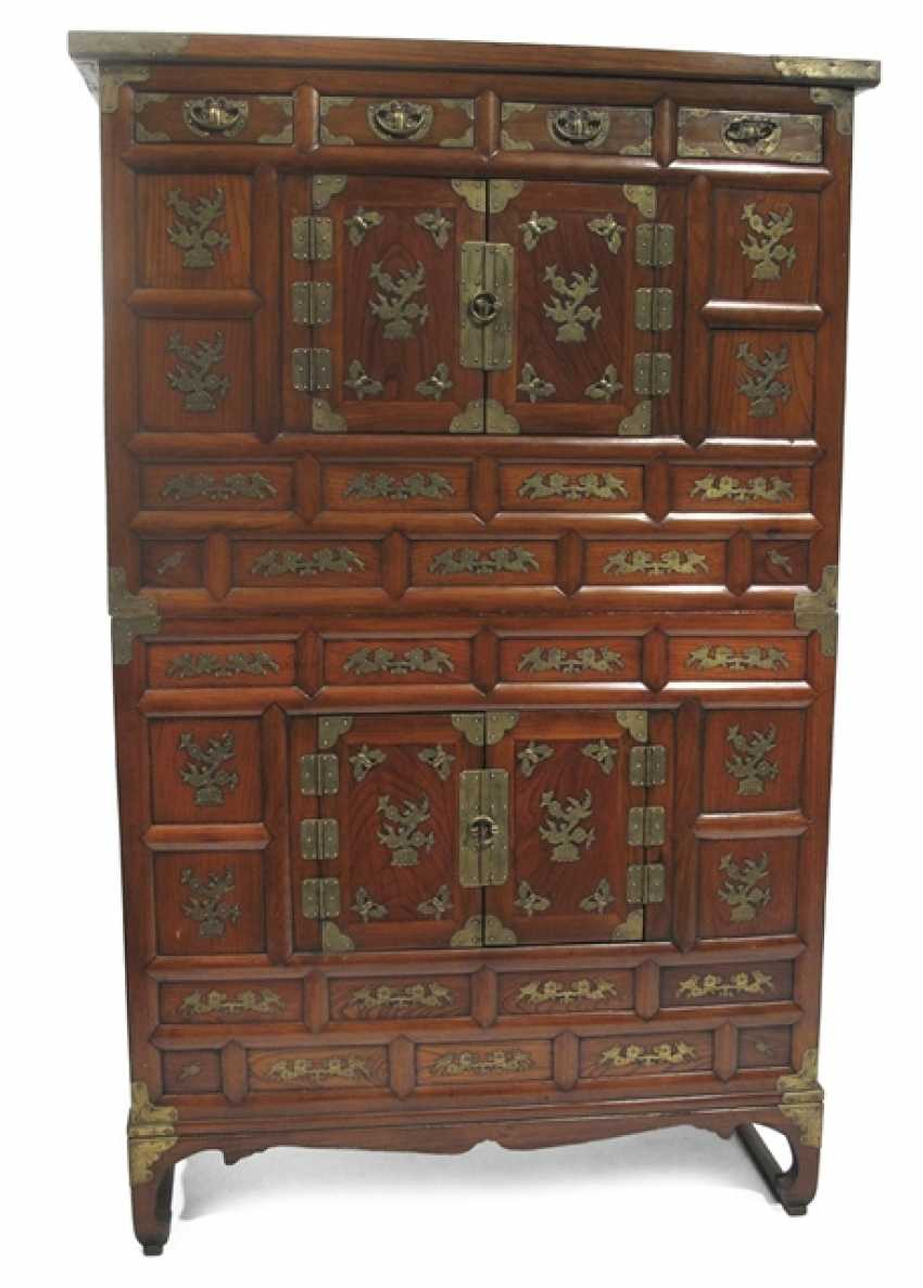 A four-door add-on Cabinet with four small spurts - photo 1
