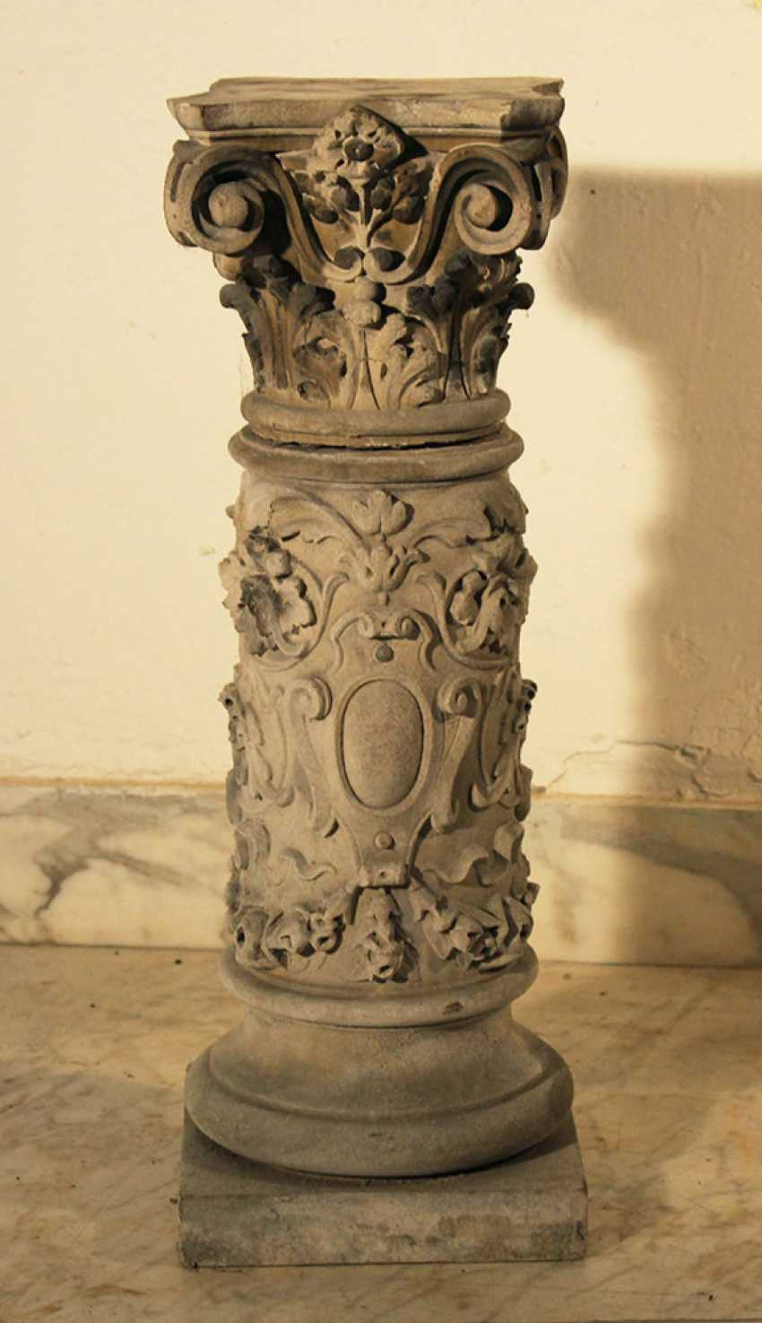 A small stone column with Corinthian capitel and floral sculpted decorations on quadratic plinth - photo 1