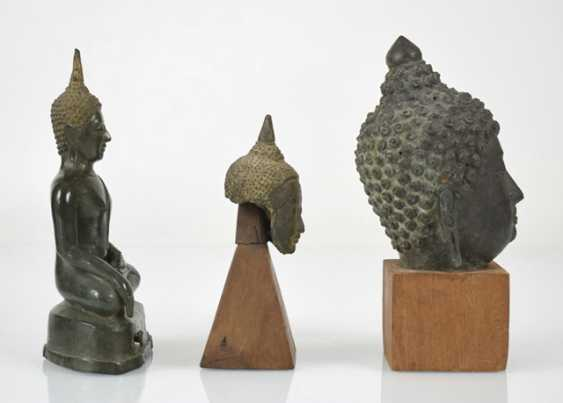 Eleven bronze heads and a bronze sculpture of the Buddha Shakyamuni - photo 3