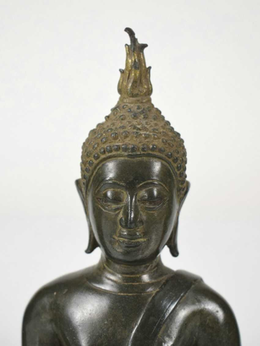 Eleven bronze heads and a bronze sculpture of the Buddha Shakyamuni - photo 4
