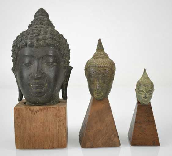 Eleven bronze heads and a bronze sculpture of the Buddha Shakyamuni - photo 5